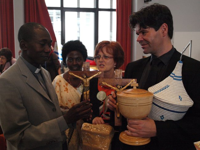 Pfarrer Alexis Nshimiyimana und Pfarrer Andreas Keller