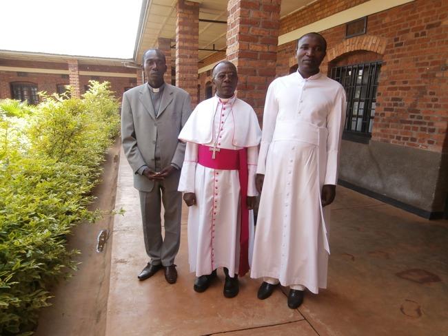 Pfarrer Alexis, Bischof Jean Damascene, Pfarrer Sylvain